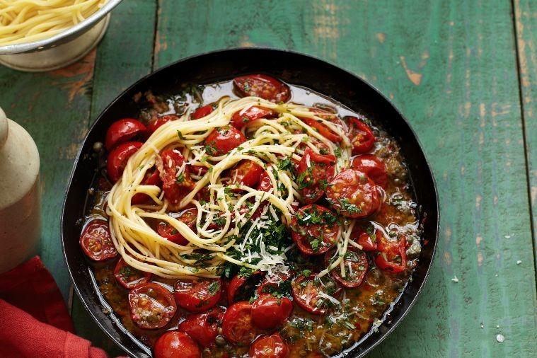 spaghetti-in-cherry-tomato-sauce-13183-1