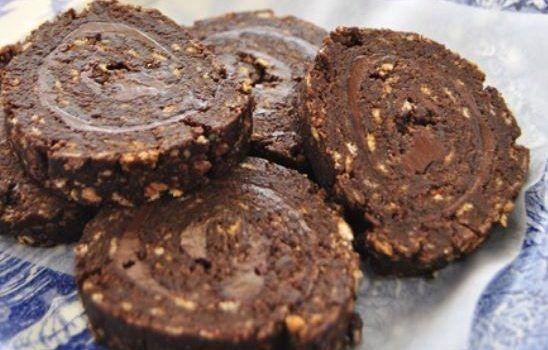 ρολό σοκολάτας με πραλίνα φουντουκιού